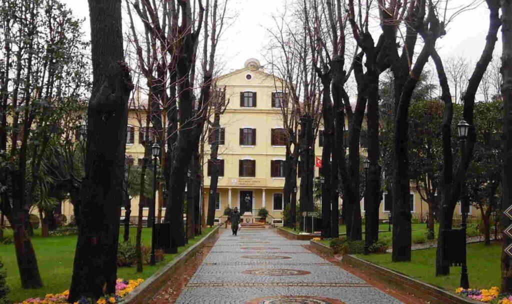 İstanbul Özel Saint-Joseph Fransız Lisesi Özel Ders Fransızca Özel Ders